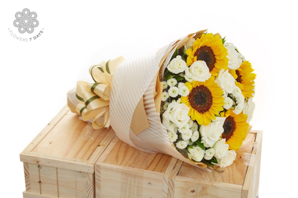 Hoa mừng tất niên cho một năm vẹn tròn- Hoa 7 Ngày